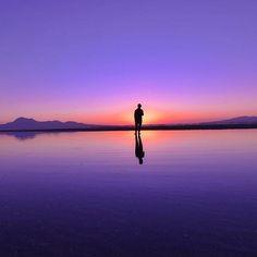 【daifukumotiti】さんのInstagramをピンしています。 《きのうは カメラ友達と阿蘇巡り 楽しすぎた(*´ω`*) ありがとう! 阿蘇は何度行ってもいいなぁ✨😊 . 写真は年末の夕陽で🌅 今年も きれいな夕陽が たくさん見れますよーに🙏😊 . #熊本#荒尾#夕陽#sunset#シルエット#ポートレート#portrait#写真好きな人と繋がりたい#instagood#instagram#instagramjapan#instalike#綺麗な写真が見たい#風景#海#sea》
