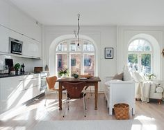 Vaaleanpunainen hirsitalo - Page 3 of 904 - Open Plan Kitchen Living Room, Kitchen Dining, Kitchen Decor, Dining Room, Scandinavian Kitchen, Love Home, Large Homes, Minimalist Interior, Small Apartments