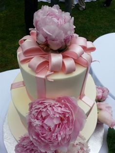 Pink Peony wedding cake by Cakehag.com
