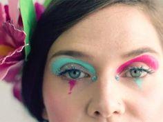 O Carnaval pede uma maquiagemmaisespecial, né? Tem que ter brilho, cor ou drama – nem... Mais
