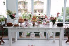 Mesa de comidas e bebidas