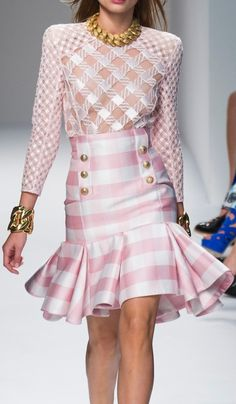 A wonderful & beautiful spring 2014 dress, but that necklace sure takes away from this darling dress. Another case of not listening to *Coco Chanel* and forgetting to take off one accessory before leaving the house. That necklace should have been left in the trash... Balmain/Spring 2014