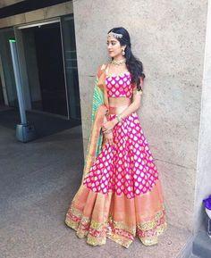Jhanvi Kapoor à Manish Malhotra a conçu le lehenga traditionnel Indian Lehenga, Banarasi Lehenga, Patiala Salwar, Anarkali, Kurti, Manish Malhotra Lehenga, Lehenga Top, Brocade Lehenga, Lehenga Choli Designs