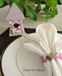 Driven By Décor: Setting the Table for Easter: Paper Chain Napkin Rings
