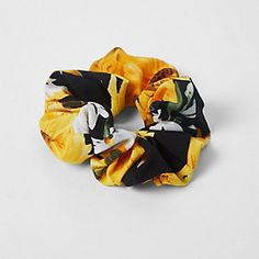 Black and yellow sunflower scrunchie - Car Recommendation For Womans Sunflower Print, Yellow Sunflower, Sunflower Room, Sunflower Dress, Sunflower Accessories, Car For Teens, Gifts For Photographers, Cute Cars, Teenager