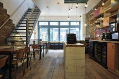 """El restaurante Kin, situado en el distrito londinense de Clerkenwell, es la primera colaboración entre Office Sian Architecture + Design y Kai Design, para llevar a cabo la remodelación integral, el rediseño y renovación de un restaurante chino, transformado en un restaurante tailandés """"nuevo y emocionante"""". El proyecto fue una oportunidad fantástica para crear una [...]"""