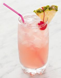 Sneaky Tequila - 14 Quick and Easy Cocktails on HGTV. tequila, coconut rum, peach shnapps, pineapple and cranberry. Cocktails Vin, Cocktails Champagne, Beste Cocktails, Tequila Drinks, Easy Cocktails, Summer Cocktails, Cocktail Drinks, Cocktail Recipes, Alcoholic Drinks