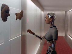"""¿Cuándo dominarán las máquinas a la humanidad? Esta es una pregunta que películas como """"Blade Runner"""", """"Ex Machina"""" y """"Her"""" nos han hechoreconsiderar la situación actual de la humanidad ylo que nos deparael futuro.Ya es de por sí abrumador pensar en implantes prostéticos robotizados adjuntos al cuerpo que de alguna manera nos deshumanizano nos hacen …"""