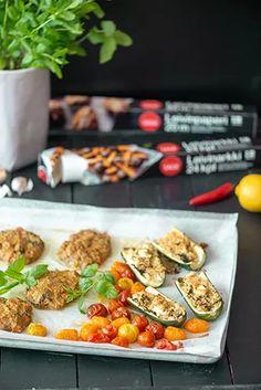 Broilerin jauhelihapihvit, täytetyt kesäkurpitsat ja värikkäät tomaatit – Hellapoliisi Food, Essen, Meals, Yemek, Eten