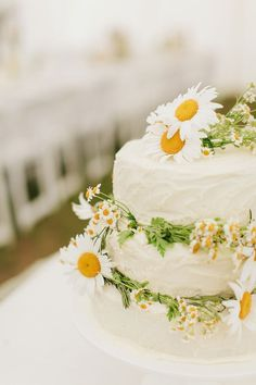 <3 DAISIES - Wedding cake by groom's aunt - Handmade New South Wales Wedding by I Love Wednesdays - via ruffled