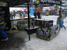 La marque APO Snow a opté pour le mobilier gonflable UNC Pro avec sublimation. Ils ont réalisé la création graphique avec leurs équipes. Le résultat est unique et surprenant. Pour toutes questions techniques, rendez-vous sur www.unc-pro.com.