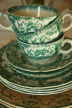 Vintage tea cups, stacked, green and white toile. Vintage Dishes, Vintage China, Vintage Green, Vintage Cups, Antique Dishes, Vintage Style, Antique China, Vintage Inspired, Vintage Coffee Cups