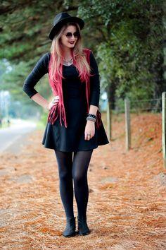 Meninices da Vida: Look: Vestido, colete e bota.