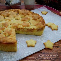 La crostata di mele e crema pasticcera è un dolce buonissimo, facile e bello da presentare quando avete ospiti. Perfetta per le feste natalizie.