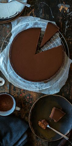 The layers of caramel, chestnut, chocolate and buckwheat dough make a perfect balance between nutty and sweet flavors. It's also gluten free. Chocolate Pies, Chocolate Lovers, Melting Chocolate, Slow Cooker Desserts, Caramel Pie, Making Caramel, Tart Dough, Buckwheat, Food Photography