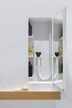 Life is a shower system that redefines space and integrates functions never thought of before. It aims at meeting the needs of everyone.