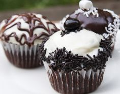 more black and white cupcakes