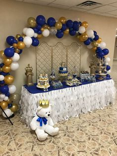Royal Prince Baby Shower Party Ideas - Balloon Decorations The Junior's Royal Baby Shower - Baby interests Royal Baby Party, Royal Baby Shower Theme, Royalty Baby Shower, Boy Baby Shower Themes, Baby Shower Balloons, Baby Boy Shower, Prince Themed Baby Shower, Baby Royal, Baby Balloon