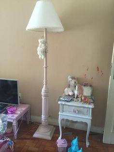 Criado mudo Luis XV lacinho rosa