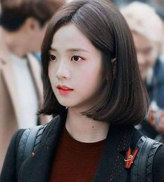 Sorry I missplace it.This picture was supposed to be at the blackpink pins but I accidently save it at IU. Sorry for my BAD english Blackpink Jisoo, Korean Short Hair, Korean Girl, Asian Girl, Kpop Girl Groups, Kpop Girls, Black Pink ジス, Blackpink Photos, Corte Y Color