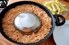 Tas kapama bildiğimiz klasik tas kebabı tarifinin büryan ( kapama pilavı ) ile hazırlanması ile yöreye has dokunuşlar kazanmış halidir.