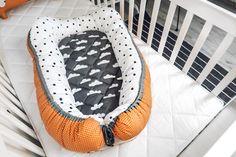 How to make your own DIY Baby Nest - Owlipop # diy baby nest How to make your own DIY Baby Nest - Owlipop Baby Nest Pattern, Baby Patterns, Dress Patterns, Baby Diy Projects, Sewing Projects, Sewing Tips, Baby Car Mirror, Make Your Own, Make It Yourself