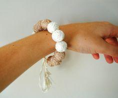 браслет из бусин клубков браслет из пряжы от MaryanaPetrova