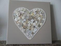 cadre toile décoré avec coeur en bouton : Décorations murales par creativemartine                                                                                                                                                     Plus