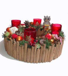+Ein toller Adventskranz+ Ein ausgefallener schöner Adventskranz, außenrum mit echten Zimtstangen, mit 4 Teelichtgläsern rot mit goldenem Motivdruc