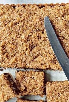 Chokoladetærte med hasselnødder og drømmekagetop Danish Dessert, Danish Food, Cake Recipes, Dessert Recipes, Food Crush, Bread Cake, No Bake Cake, Delicious Desserts, Sweet Treats