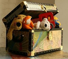 http://www.shelterness.com/25-diy-interior-decorating-ideas-to-use-maps/ Trunk w/Maps