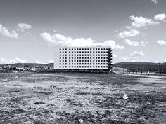 """LA SOLEDAD """"MONSTRUOS DE OTRA ÉPOCA""""  Estos edificios, solos, tardarán años y años en ser parte de un tejido ciudadano, mientras tanto quedarán erigidos en la nada como monumento a la conciencia colectiva."""