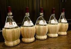 Do you know which Italian Wine Was Known For Its Basket-Bottle? Of course it's Chianti,a historical wine that is as popular as pizza in Italy. Wine Facts, Wine Cheese, Italian Wine, Barware, Basket, Bottle, Champagne, Flask, Jars