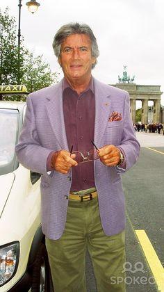"""☆☆☆ Pierre Brice ☆☆☆ Erinnert Euch - 2. Oktober 2004 vor 10 Jahren.  Pierre Brice hat nahezu 40 Jahre lang den Winnetou verkörpert und  wurde durch ihn zum Publikumsliebling. Er ist heute  nach Berlin gekommen, um seine Biografie """"Winnetou und ich - Mein wahres Leben"""" vorzustellen. Im Hotel Adlon traf er die Berliner Morgenpost."""