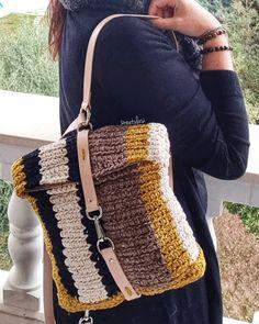 Best Leather Wallets For Women 2019 Crochet Wallet, Crochet Clutch, Crochet Handbags, Mochila Crochet, Best Leather Wallet, Handmade Purses, Crochet Mandala, Knitted Bags, Fashion Advice