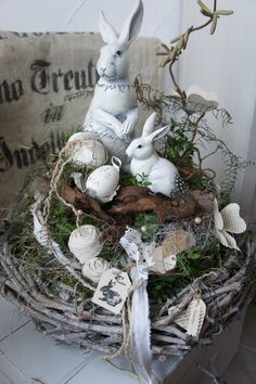 sold to Eva. A wonderful natural table wreath …. On a robust wreath (can also be used later as a natural wreath) is a hay wreath on which … Easter Easter Flower Arrangements, Crown Decor, Shabby, Easter Table Decorations, Easter 2020, Easter Celebration, Easter Wreaths, Spring Crafts, Easter Crafts