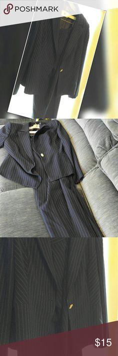 Pant suit Liz Claiborne size 14 True to size blue pin stripe pant suit. Biz. Boss. Very nice. Liz Claiborne Pants