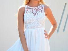 belle-robe-blanche-a-dentelle-style-chique-tenue-du-jour-tous-les-jours