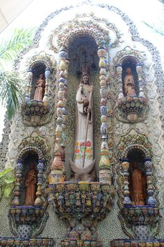 Visit the fountain at La Casona de Valladolid. A beautiful altar made by mexican artcrafts