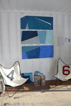 Marie Batheliier expose ses peintures sur voiles dans le showroom 727 Sailbags de Lorient !