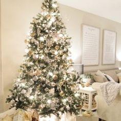 8 Christmas Decorating Tips for the Busy Mom - Cedar Hill Farmhouse