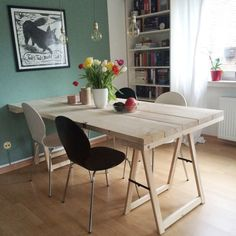 DIY project: A table made of building planks - Jugendweihe - Living Room Table Retro Furniture, Diy Furniture, Furniture Design, Diy Dining Table, A Table, Retro Floor Lamps, Diy Tisch, Small Space Interior Design, Construction
