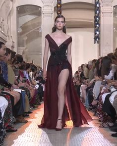 Beautiful Burgundy Slit Sheath Evening Maxi Dress / Evening Gown with V-Neckline and V-Back Cut. Runway Show by Elie Saab Victor Ramos, Couture Fashion, Runway Fashion, Prom Dress Couture, High Fashion Dresses, Evening Dresses, Summer Dresses, Luxury Dress, Couture Collection