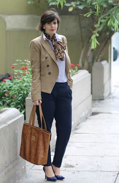 Divina Ejecutiva: Mis Looks - Azul y animal print #divinaejecutiva #ootd #streetstyle #winterlook #mng @lasmorzan #lasmorzan #workinggirl #workingstyle #officelook @officeattire #workinglook #marlopez #navytrousers #scarf #animalprint #guess