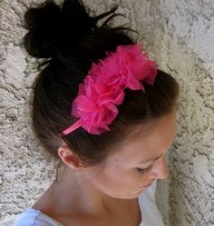 No-Sew Ruffle Headband- can be made in about 10 minutes and requires no sewing or gluing! Make matching headbands for little girls Easter dresses . . .