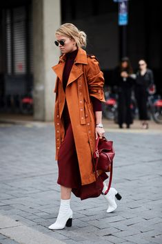 The Best Street Style At London Fashion Week – tania. The Best Street Style At London Fashion Week The Best Street Style At London Fashion Week ellemag Cool Street Fashion, Look Fashion, Trendy Fashion, Winter Fashion, Fashion Outfits, Womens Fashion, Fashion Trends, Fashion Boots, Fashion Lookbook