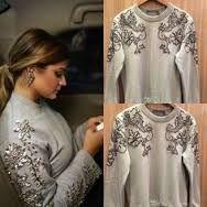 Resultado de imagem para moletom bordado pedraria Diy Fashion, Fashion Outfits, Womens Fashion, Fashion Design, Fashion Trends, Embroidery On Clothes, Beaded Embroidery, Kleidung Design, Diy Clothing
