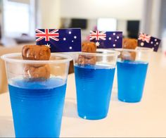 Here's a cute idea for the kiddos for Australia Day : Koalas In The Surf! You will need: Blue jelly crystals Caramello Koalas Clear plastic cups Australia flag toothpicks Step 1 Make the jelly as per the instructions on the box and … Australian Party, Australian Food, Australia Day Celebrations, Aus Day, Australia Crafts, Christmas Lunch, Aussie Christmas, Australian Christmas, Christmas In Australia