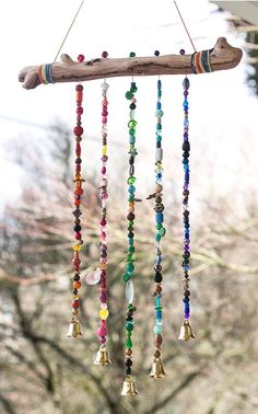 DIY Boho Home & Garden Decor decor diy wind chimes Add Sparkle to the Garden With This Beautiful Beaded Wind Chime - Garden Therapy Garden Crafts, Diy Garden Decor, Garden Projects, Garden Art, Garden Decorations, Diy Outdoor Decorations, Boho Garden Ideas, Outdoor Garden Decor, Art Projects