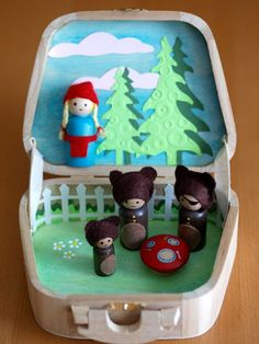 By Hook Thread: Goldilocks and the Three Bears playset Wood Peg Dolls, Clothespin Dolls, Diy And Crafts, Crafts For Kids, Wooden People, Goldilocks And The Three Bears, Wooden Pegs, Wooden Letters, Kegel